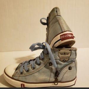 Other - Yeeshow fashion sneakers